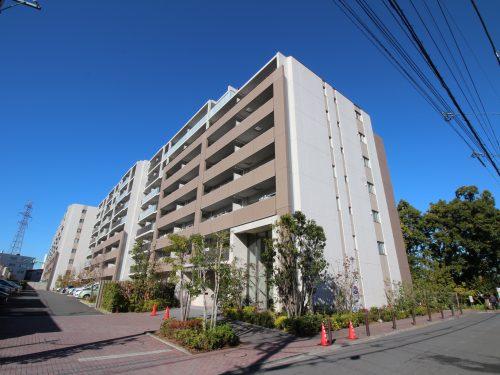 平成26年築の築浅できれいなタイル貼りのマンション!(外観)