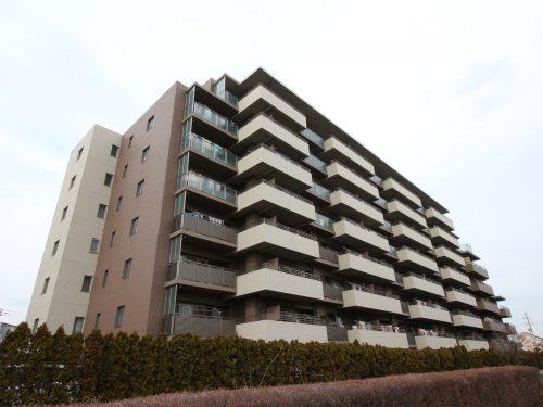 平成20年築のきれいな外観タイル貼りのマンション!(外観)