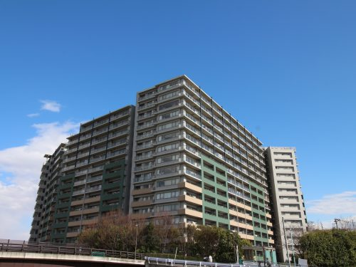平成19年築の築浅のマンション! 総戸数496戸のビックコミュニティ!共有施設も充実!(外観)