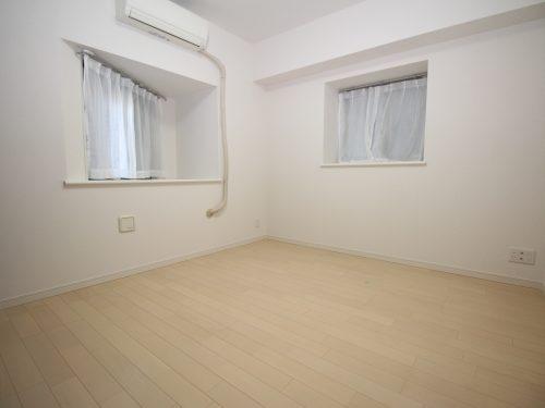 角部屋ならではの2面採光の居室!(寝室)