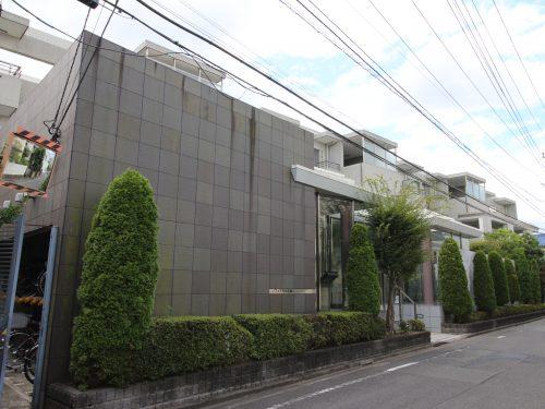 平成12年築のきれいな外観タイル貼りのマンション!(外観)