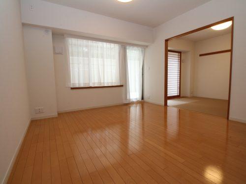 LDK+隣接和室、間仕切りを開放すれば約20.1畳のおもてなしスペースに♪(居間)