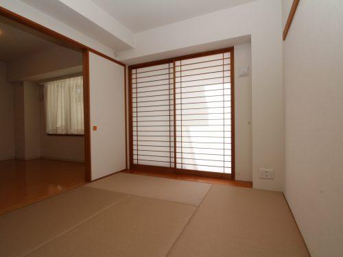 柔らかい畳の敷かれた和室は、ゆっくりくつろげるお昼寝スペース!(寝室)