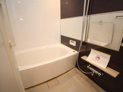 一日の疲れを癒すための心地よいバスタイムを演出する浴室はゆとりあるサイズを採用!(風呂)