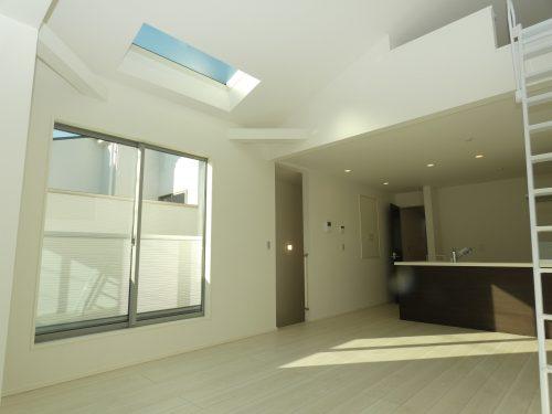 2階リビングで吹抜けにロフト付きのプラン!天窓も有り明るいリビング!広さも余裕のある16.6帖!(居間)