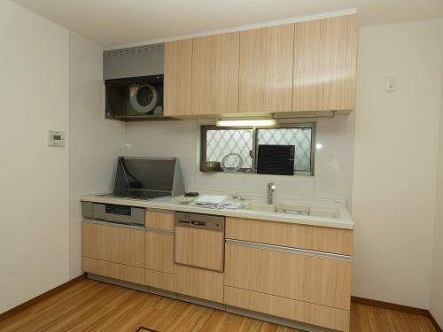 キッチンはIHコンロと水栓は交換! 食洗機も付いているので設備も充実!(キッチン)