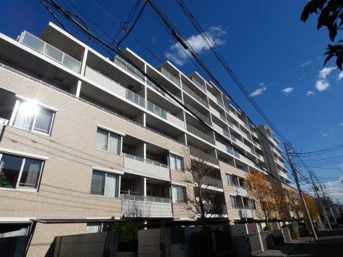 平成19年築の築浅できれいなタイル貼りのマンション!(外観)