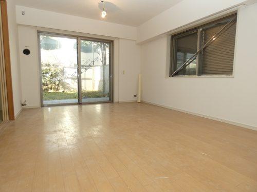LDK+隣接和室、間仕切りを開放すれば約21.8畳のおもてなしスペースに♪(居間)