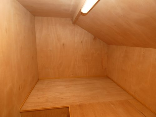 趣味の道具や季節のものを収納できる屋根裏収納付き!