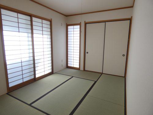 柔らかい畳の敷かれた和室は、お子様とゆっくりくつろげるお昼寝スペース♪(寝室)